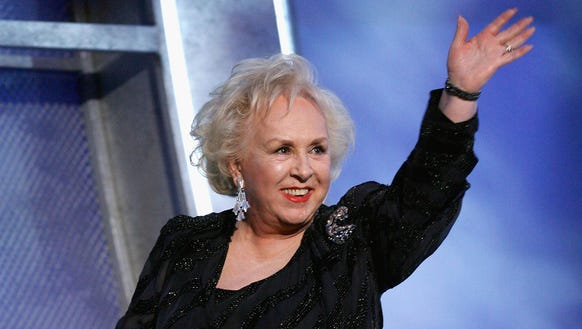 Stars grieved Doris Roberts on Monday.