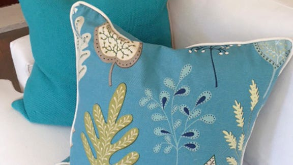1514 Home often uses one pattern pillow and one solid pillow in design.