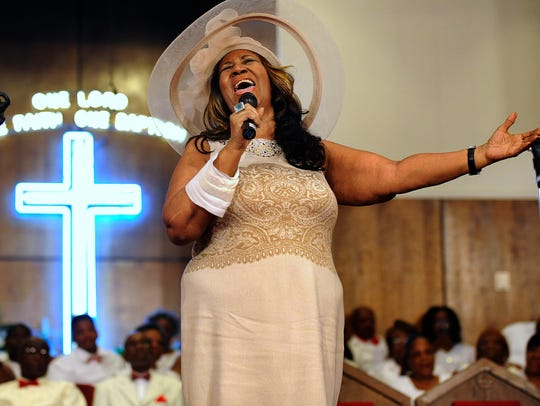 Aretha Franklin sings during a memorial service for