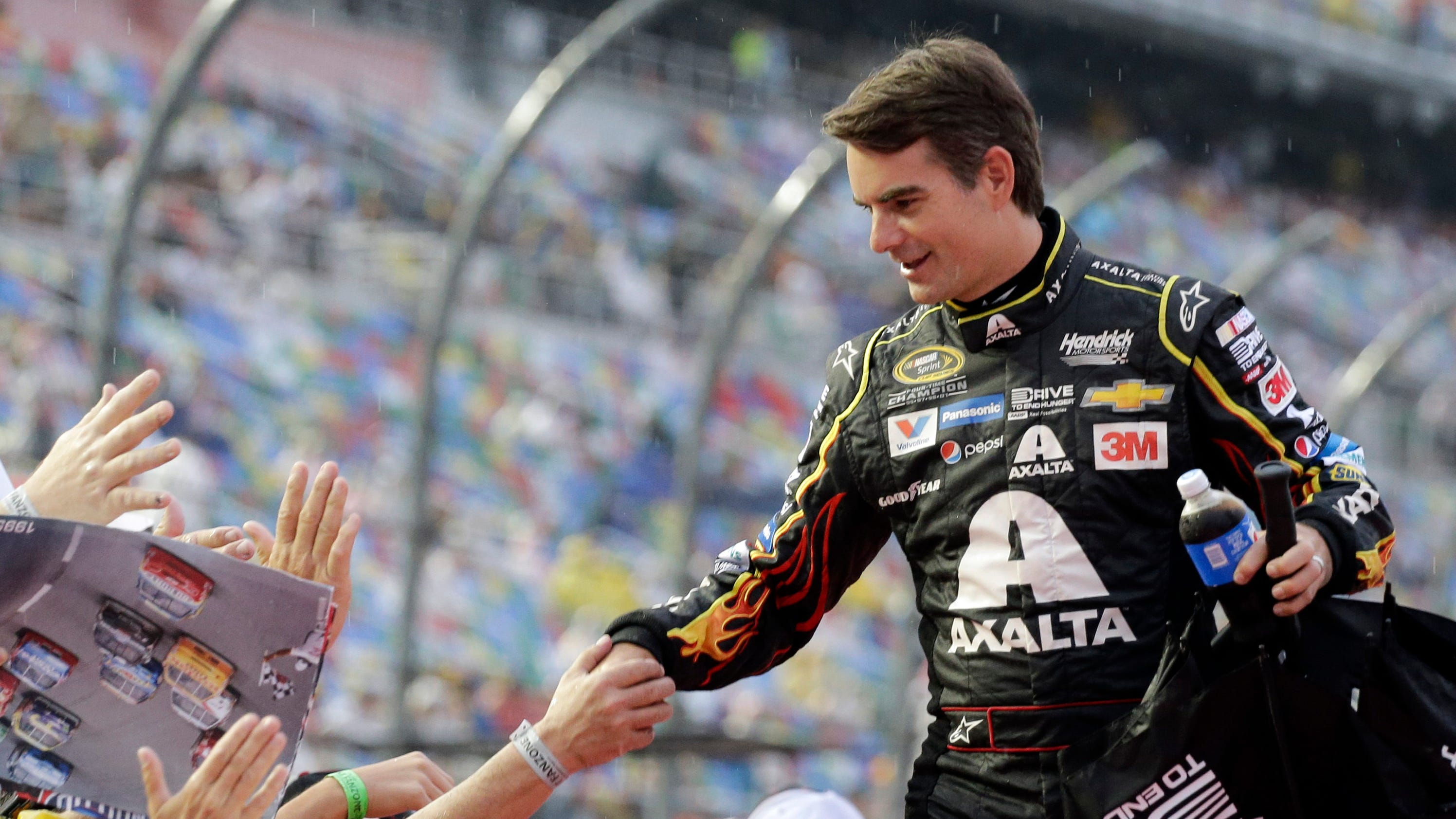 sports fans shower time nascar champion jeff gordon with pics praise before final