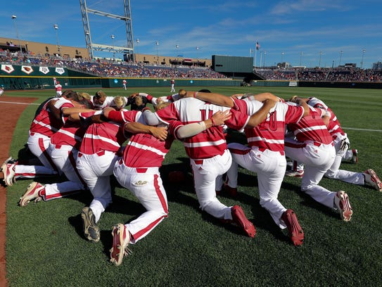 U of L prays before their battle against Florida during