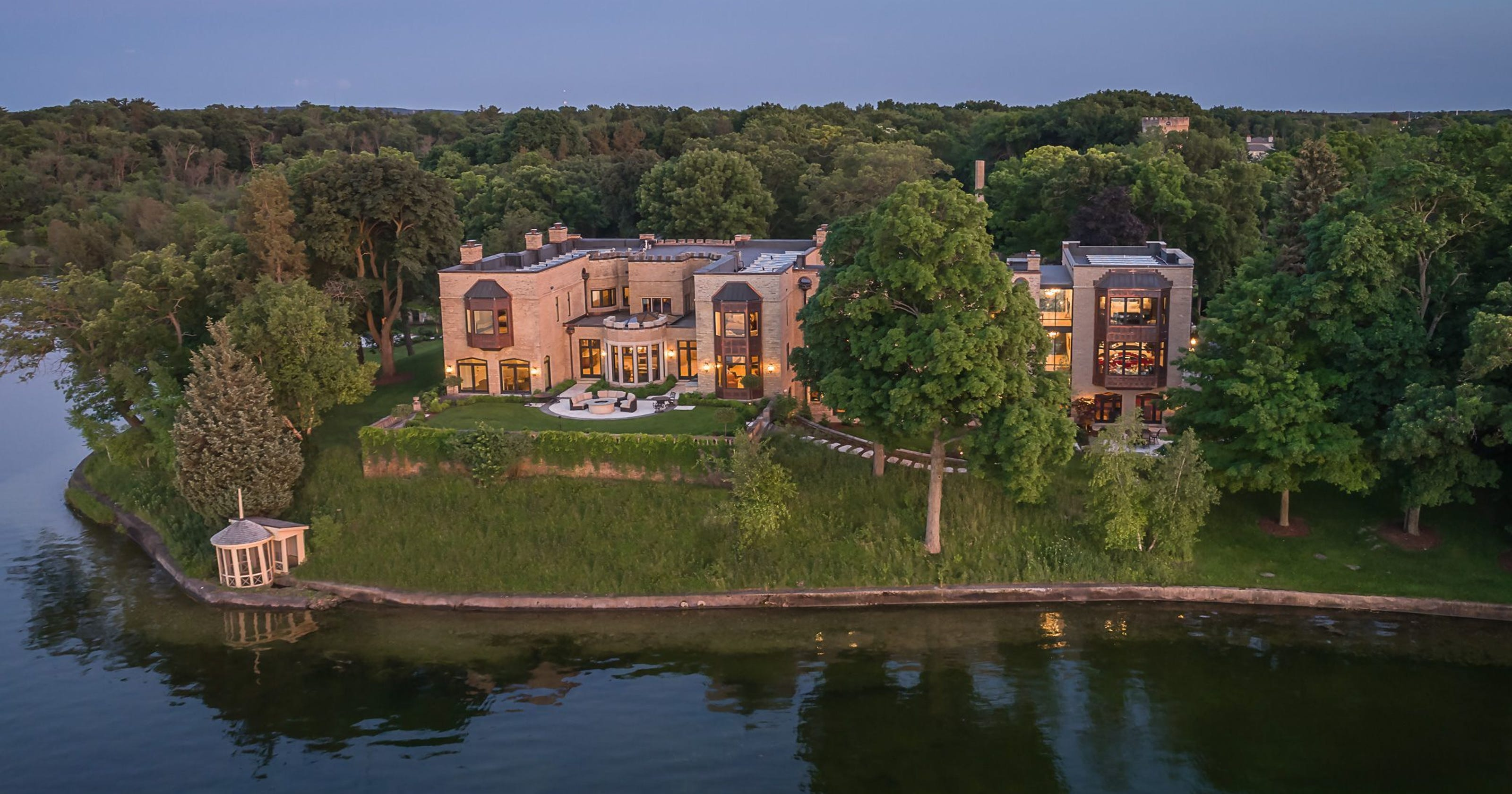 Oconomowoc mansion, headless body top stories in Lake Country in 2017