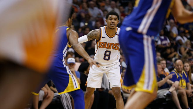 Suns Tyler Ulis (8) directs the team against the Warriors during the second half at Talking Stick Resort Arena in Phoenix, Ariz. on April 8, 2018.