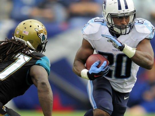 Titans running back Bishop Sankey (20) speeds past
