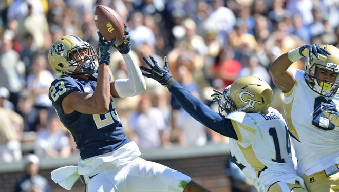 Pittsburgh wide receiver Tyler Boyd makes a catch against Georgia Tech on Oct. 17, 2015.