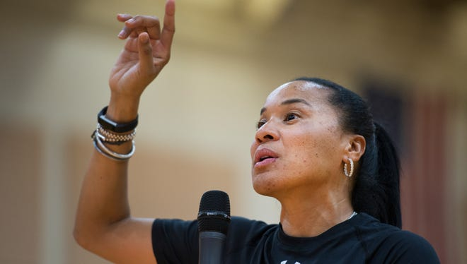 USC women's basketball head coach Dawn Staley answers questions from fans following practice at Southside High School on Thursday, October 13, 2016.