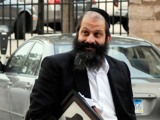 Sholom Rubashkin walks to the U. S. Courthouse in downtown