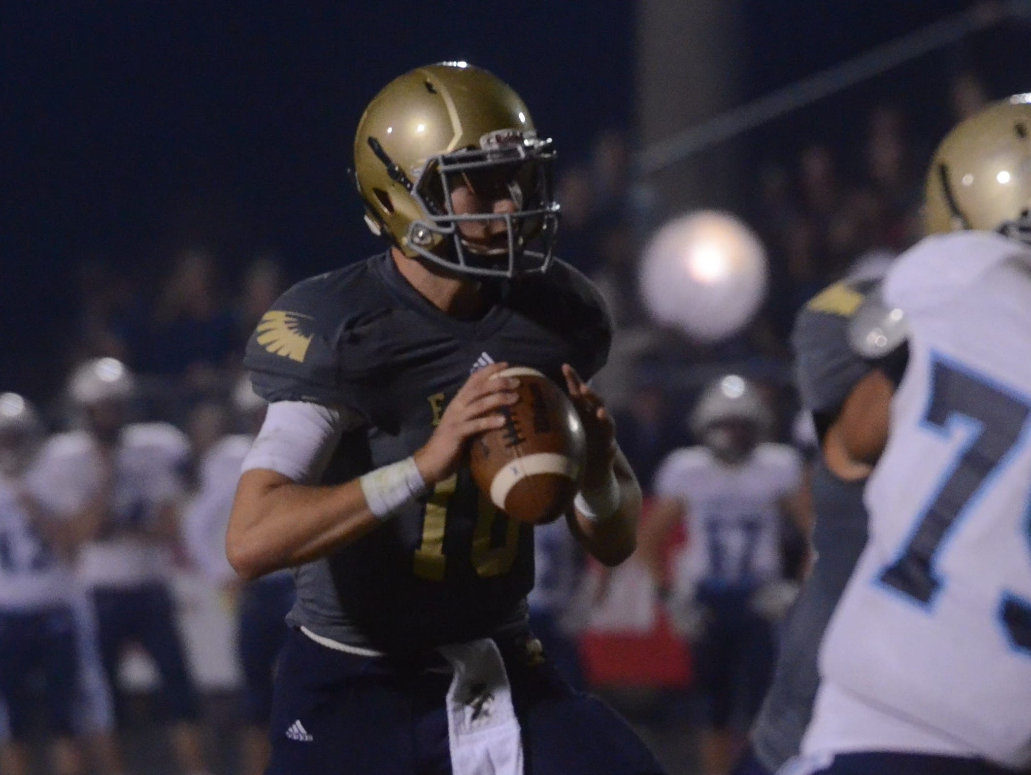 Independence senior quarterback Andrew Bunch (10) scans the field during Friday's Class 5A semifinal against Centennial.