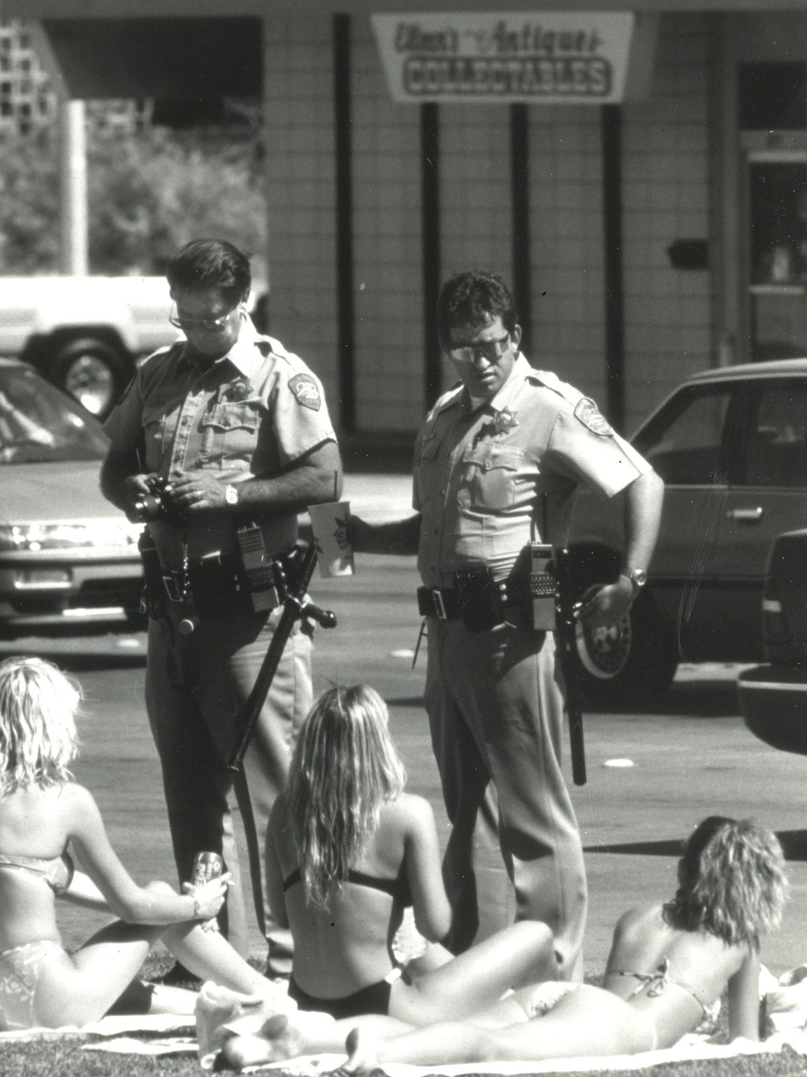 Palm Springs police overlook sunbathers during spring