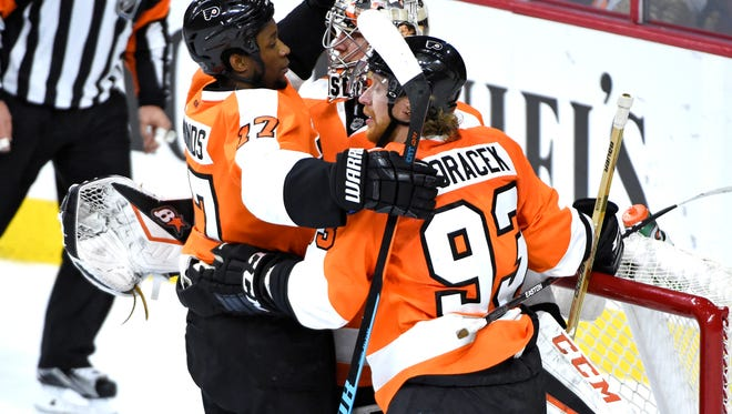 Steve Mason, center, made 30 saves and Wayne Simmonds, left, had a pair of goals in the win.