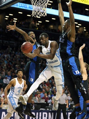Duke's Harry Giles (1) and Amile Jefferson (21) bottle up North Carolina forward Theo Pinson.