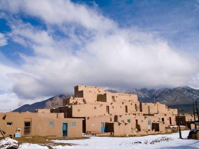 Taos Pueblo, 1000 - 1450 (Architect: Ancestral Puebloans):