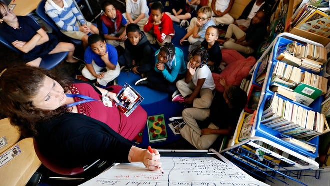 Monica Randler teaches a new social studies-infused English-language arts curriculum  in her classroom at Ferguson Elementary School in York City, Thursday, Sept. 1, 2016.  Dawn J. Sagert photo