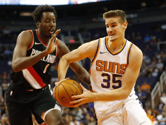 Suns forward Dragan Bender (35) drives against Trail