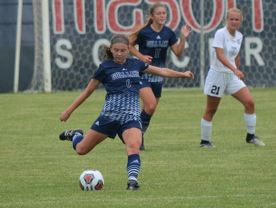 Gull Lake sophomore Rosie Wisser lines up a shot in