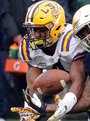 LSU linebacker K'Lavon Chaisson, left, breaks up a pass intended for Notre Dame running back Tony Jones Jr. during the first half of the Citrus Bowl NCAA college football game, Monday, Jan. 1, 2018, in Orlando, Fla. (AP Photo/John Raoux)