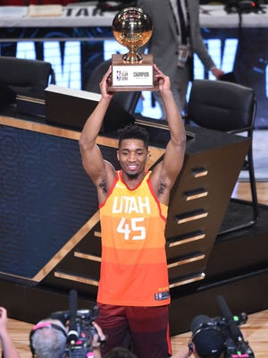 LOS ANGELES, CA - FEBRUARY 17:  Donovan Mitchell #45 of the Utah Jazz raises the trophy for the 2018 Verizon Slam Dunk Contest at Staples Center on February 17, 2018 in Los Angeles, California.  (Photo by Jayne Kamin-Oncea/Getty Images)