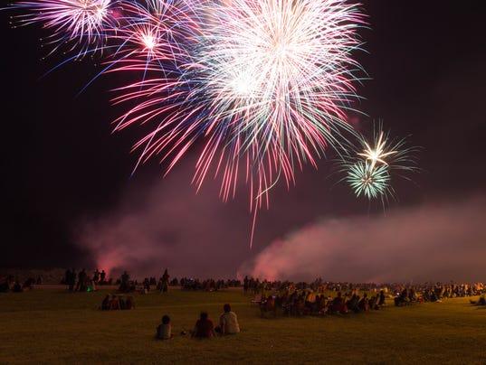 636029023376888291-02-COS-Holiday-fireworks-0703-.jpg