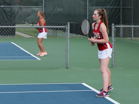 From left, Glendale's Brooke Smith and Rachel Dwyer