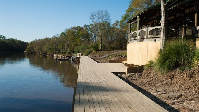 Purchased in 1988 for various recreational purposes, Southside Park attracts boating and fishing enthusiasts but also has a green area and boardwalk to enjoy the view of one of Lafayette Parish's most beautiful and significant assets: the Vermilion.