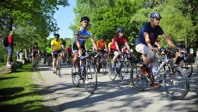 Nearly 100 bicyclists gathered Friday evening for a memorial bike ride for Dr. Kenneth Najarian. Najarian was killed in a car-bicycle crash in June. The group started at the Charlotte Town Beach and rode at a modest, respectful pace heading south on Lake Road to Greenbush Road where riders paused at the accident scene.