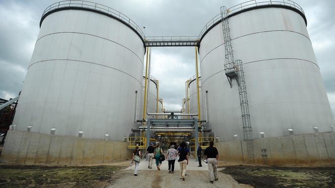 Visitors tour the POET-DSM Advanced Biofuels' Project LIBERTY cellulosic ethanol plant in Emmetsburg, Iowa on Sept. 3, 2014.
