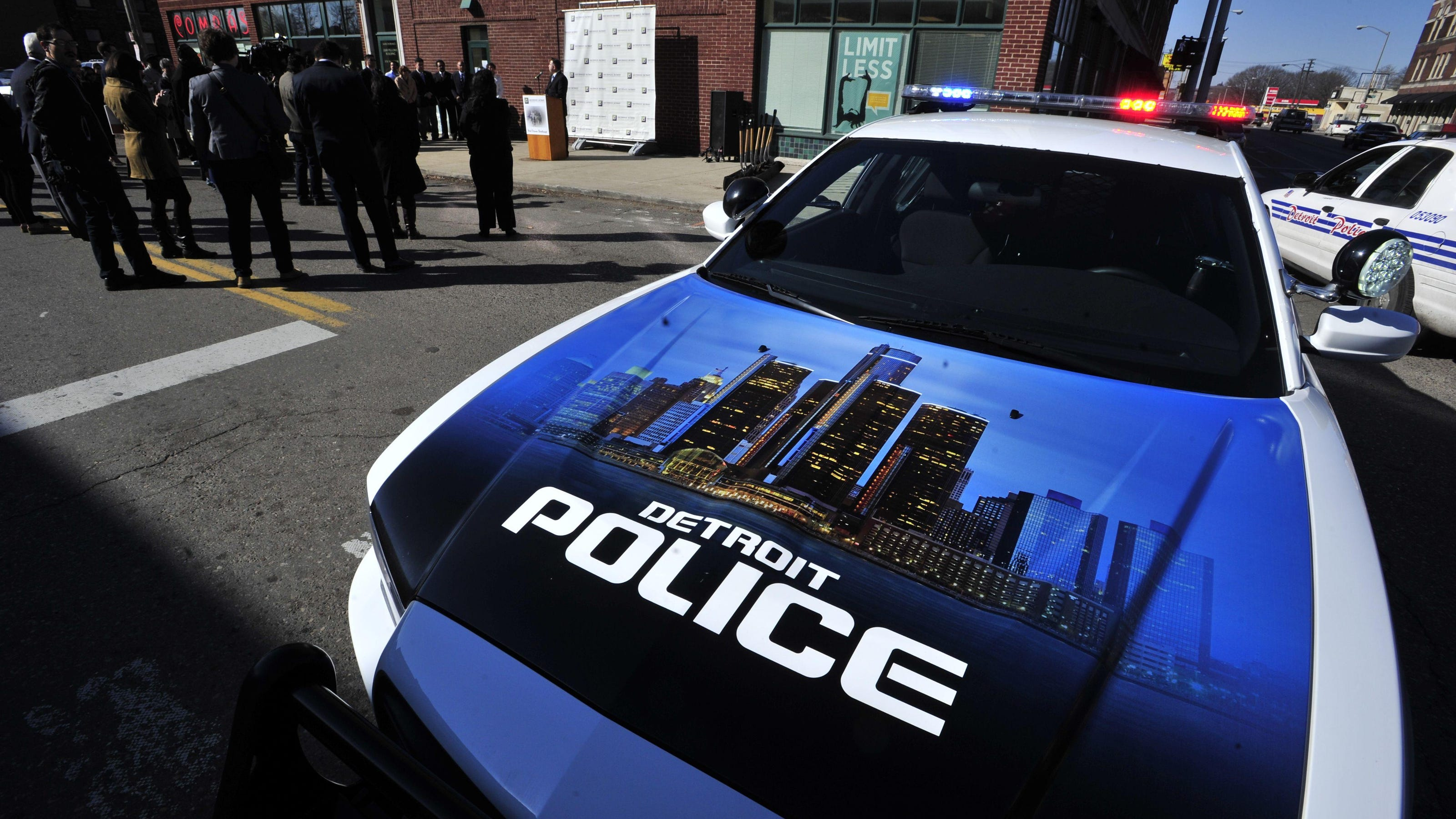 Off Duty Detroit Police Officer Tussles With Woman Pulls Gun On