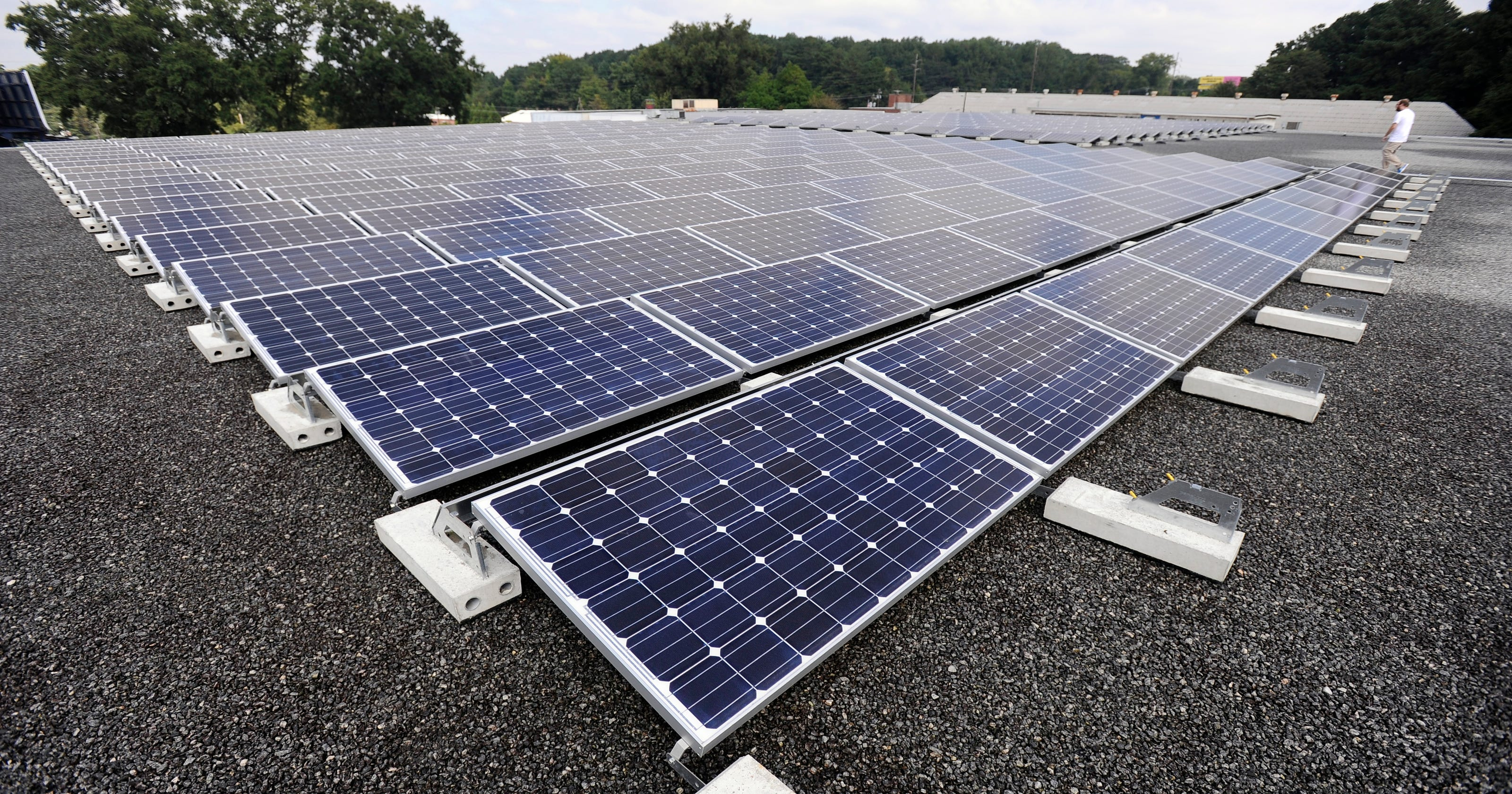 Ithaca Mayor Signs Solar Power Pact