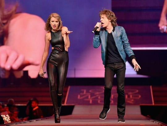 Taylor Swift performs with Mick Jagger at Bridgestone