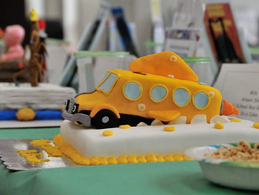 Magic School Bus Gets Baked Cake Video