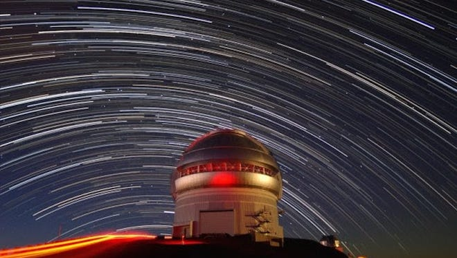 This time-lapse photo shows the movement of stars across the sky over the Gemini North telescope.