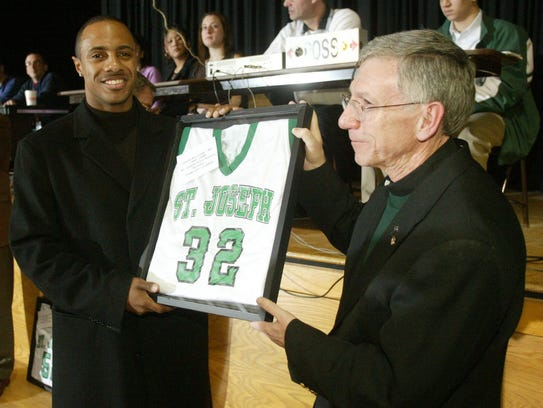Jay Williams gets his No. 32 retired by St. Joseph-Metuchen
