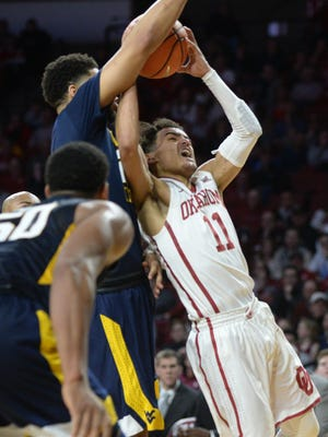 Trae Young (11) scored a game-high 32 points for Oklahoma, but West Virginia held on for the two-point win.