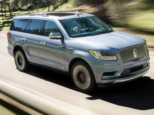 2018 lincoln navigator seen at the new york auto show goes long on style features. Black Bedroom Furniture Sets. Home Design Ideas
