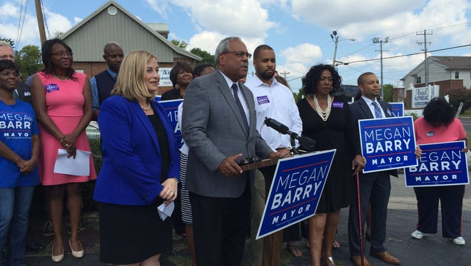 Howard Gentry gave his endorsement to Megan Barry for mayor on Monday.