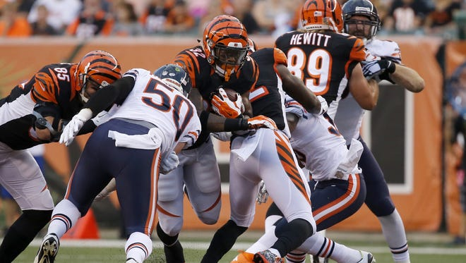 Cincinnati Bengals running back Jeremy Hill (32) breaks through the line of scrimmage on a run in the first quarter.