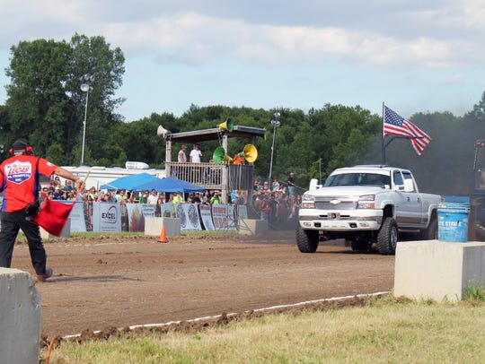 Rumble by the River Truck and Tractor Pull runs July