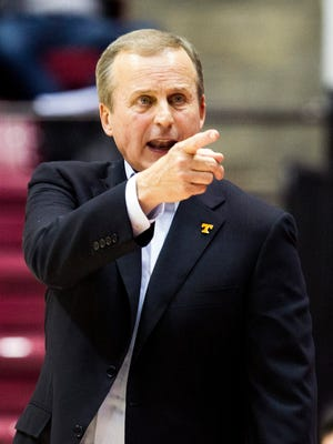 Tennessee coach Rick Barnes reacts to a call during the game against Alabama on Jan. 26, 2016.