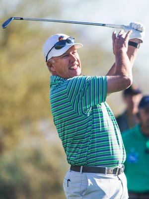 Former Super Bowl-winning QB John Elway will try to qualify for U.S. Senior Open.