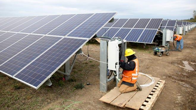 Solar energy farm under construction in Silverton, Ore.