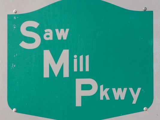 LH Roads: Saw Mill Parkway sign