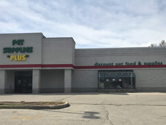 Pet Supplies Plus is a chain but each store is independently