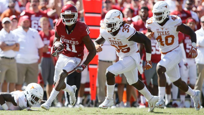 Oklahoma wide receiver Dede Westbrook runs past the Texas defense for a touchdown.