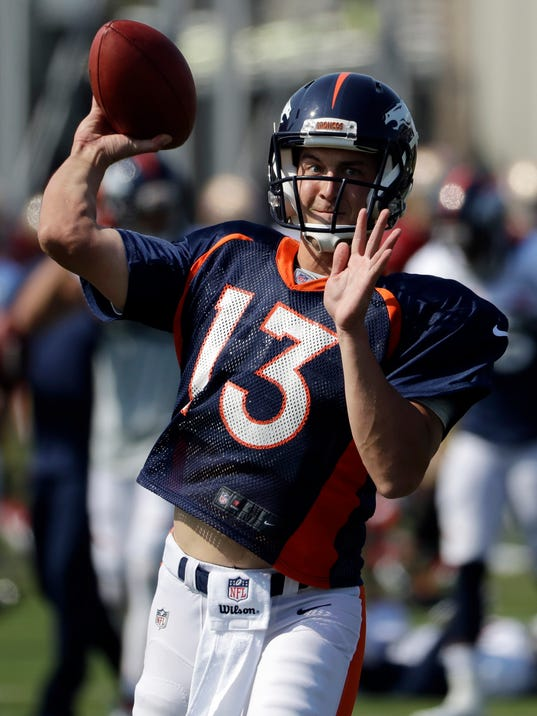 Denver Broncos quarterback Trevor Siemian throws during a joint NFL football practice with the San Francisco 49ers Wednesday, Aug. 16, 2017, in Santa Clara, Calif. (AP Photo/Marcio Jose Sanchez)