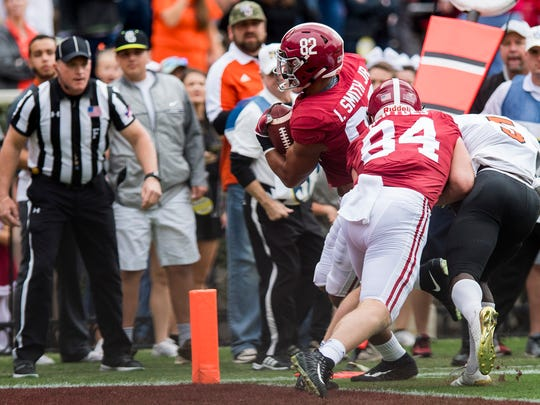 Alabama tight end Irv Smith Jr. (82) gets in for a