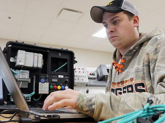 she n Industrial Electrician Apprenticeship Program LTC-0220_gck-01.jpg