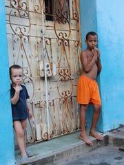BUR20150716 cuba Two Boys