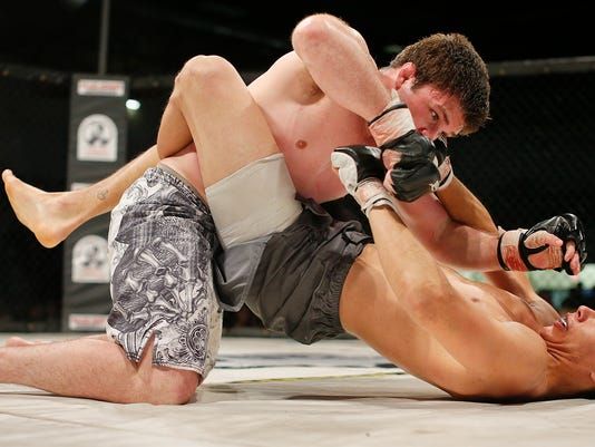 -Cage Fight.jpg_20140412.jpg