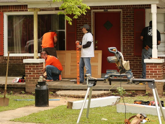 Home Depot employees repair injured officer's home