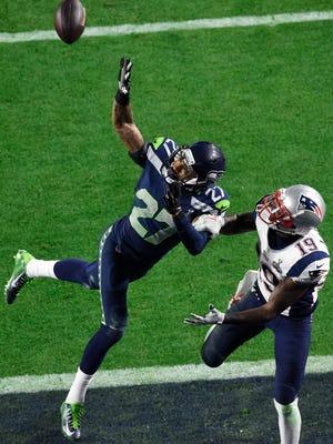 Feb 1, 2015; Glendale, AZ, USA; Seattle Seahawks cornerback Tharold Simon (27) knocks away a pass in front of New England Patriots wide receiver Brandon LaFell (19) in the third quarter of Super Bowl XLIX at University of Phoenix Stadium.